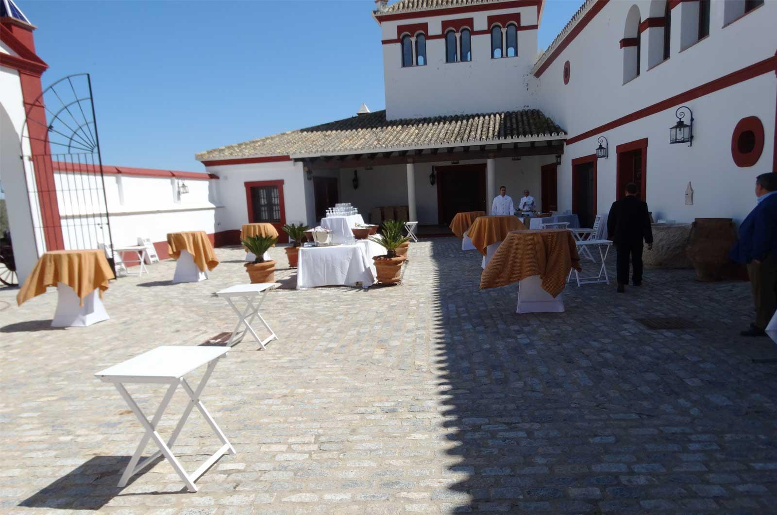 Hacienda el Caracol - patio<div style='clear:both;width:100%;height:0px;'></div><span class='cat'>Cortijo El Caracol</span><div style='clear:both;width:100%;height:0px;'></div><span class='desc'>Hacienda el Caracol - patio</span>