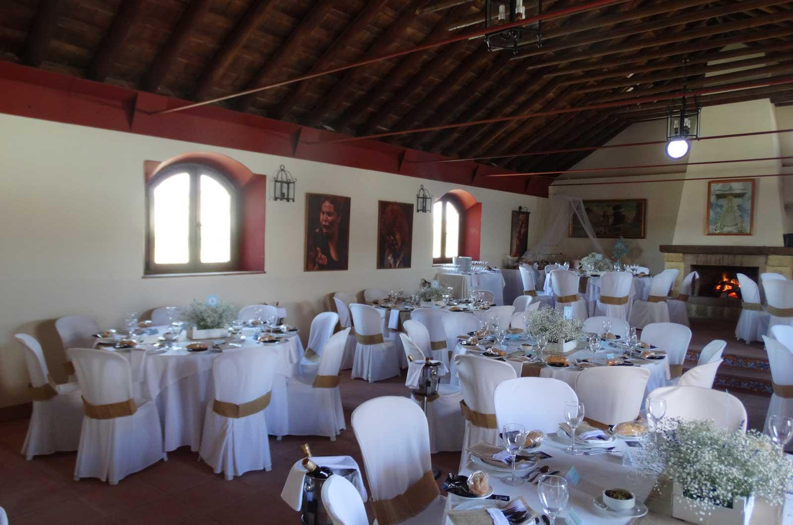 Hacienda el Caracol - salón interior<div style='clear:both;width:100%;height:0px;'></div><span class='cat'>Cortijo El Caracol</span><div style='clear:both;width:100%;height:0px;'></div><span class='desc'>Hacienda el Caracol - salón interior</span>