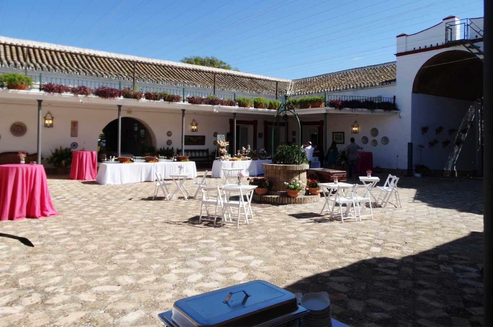 Hacienda El Trobal - patio<div style='clear:both;width:100%;height:0px;'></div><span class='cat'>Hacienda El Trobal</span><div style='clear:both;width:100%;height:0px;'></div><span class='desc'>Hacienda El Trobal - patio</span>